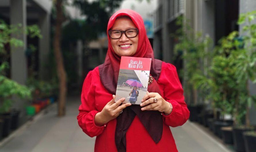 """Yulistiawati, S.Pd. Guru IPS SMP Negeri 10 Surabaya Luncurkan Buku """"Selaksa Asa Menjadi Nyata"""""""