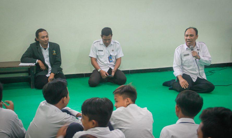 BNN Kota Surabaya Sosialisasikan Bahaya Narkoba Melalui Skrining Intervensi Lapangan di SMP Negeri 10 Surabaya